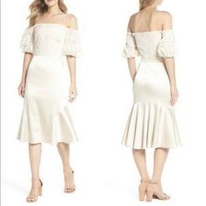 NWOT Gal Meets Glam Cream Mermaid Dress B1